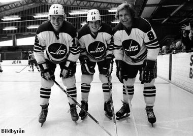 Winnipeg Jets left wing BOBBY HULL (9) with his two linemates from Sweden, center ULF NILSSON (14) and right wing ANDERS HEDBERG (15). The Swedish pair were reported by Sports Illustrated in 1976 to be on contracts worth $ 100,000 per year. In the summer of 1978, Hedberg and Nilsson both signed two-year contracts with the New York Rangers of the NHL worth a reported $ 2.4 million dollars combined. 