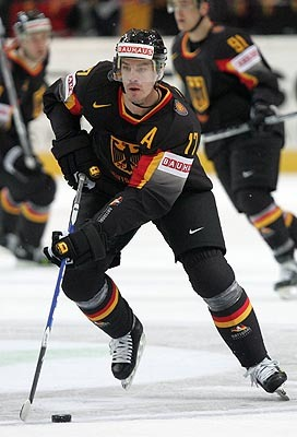 JOCHEN HECHT has appeared at 10 major international tournaments for Germany (54 ga, 15 go 6 as, 21 pts) beginning with the 1996 IIHF World Championships in Vienna, Austria.