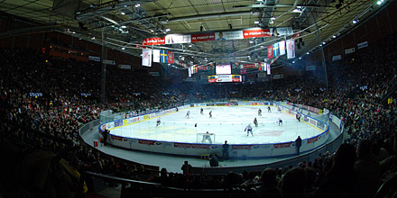 A shot from inside the Scandinavium Arena in Goteborg. Note there is a ring of separation between the spectators and dasherboards.