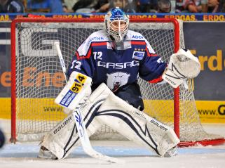 ROB ZEPP (72) built a wall in front of Eisbaeren Berlin's net in the opening game of the Deutsche Eishockey Liga quarterfinal series with the Augsburg Panthers. (eisbaeren.de photo)