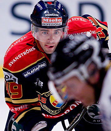 KYLE KLUBERTANZ, a University of Wisconsin product now in his second season of professional hockey, dances on defense these days for IF Djurgarden Stockholm in Sweden's Elitserien. (difhockey.se photo)