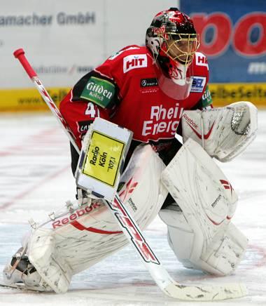 Swiss goaltender LARS WEIBEL was a wall when the Koelner Haie needed him to be most. Weibel turned aside all 40 shots faced in Koeln's crucial 2-0 defeat of Krefeld as the Deutsche Eishockey Liga regular season reaches its conclusion. (Dahmen/www.ksta.de)