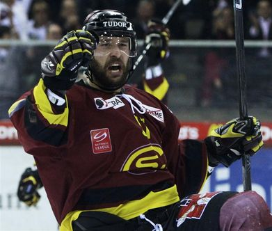 Swiss international defenseman GORAN BEZINA of HC Servette Geneva celebrates yet another goal in the Nationalliga A final series versus SC Bern in Game Six at Les Vernets in Geneva. (Keystone photo)