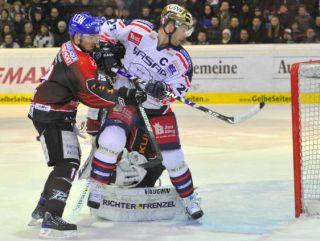 37-year-old Canadian captain STEVE WALKER (27) and Eisbaeren Berlin will clash with the Augsburg Panthers for the final time in the DEL quarterfinals on Wednesday, April 7, at the 02 World Arena in Berlin. (del.org photo)