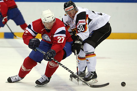Norway forward MATS FROSHAUG of Manglerud Star, a sixth round pick of the Vancouver Canucks at the 2008 NHL Draft, and German forward PATRICK HAGER (50) of the Krefeld Pinquine compete for the puck in Dresden. Hager had a goal in the exhibition match for Germany. (Private Press photo)