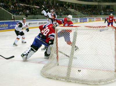 Norway goaltender ANDRE LYSENSTOEN (30) of Finnish second division club HeKi Heinola is left to scoop yet another puck out of his net during Germany's lopsided 8-2 victory at the Freiberger Arena in Dresden. (dpa photo)